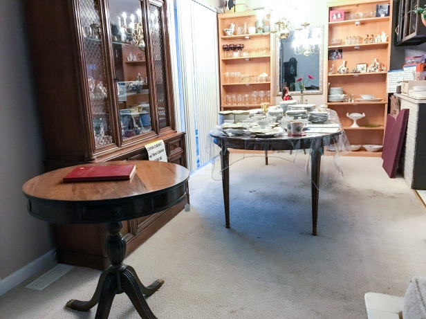 Many furniture and small items available